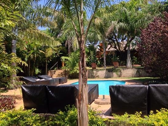 Lidiko Lodge : Lovely garden and pool area.