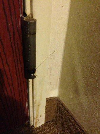Microtel Inn & Suites by Wyndham Dry Ridge: Behind door #2.