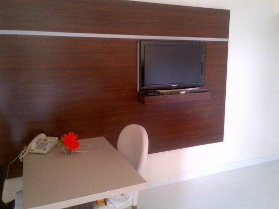 Horizon View Beach Hotel: TV