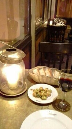 Le Salama : olives and bread to start...