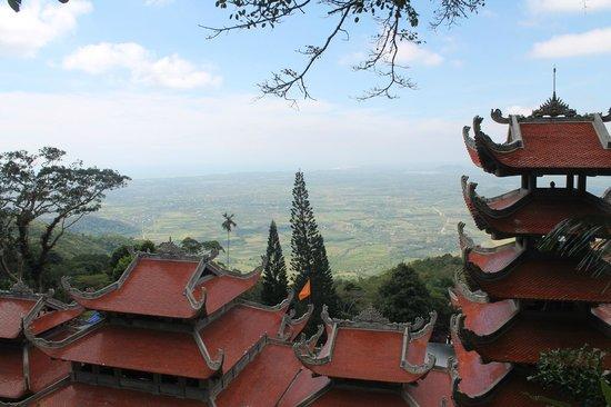 Linh Son Truong Tho pagoda: Вид с горы Таку