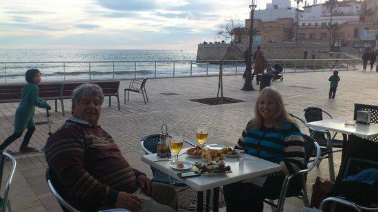 La Playa de Sitges: Sunday afternoon promende at Sitges