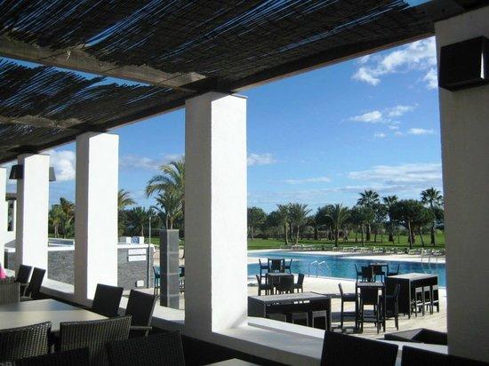 Robinson Club Quinta da Ria: Blick von der Aussenterrasse auf den Pool