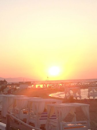 Knossos Beach Bungalows & Suites : sunset from sea front bungalow