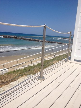 Knossos Beach Bungalows & Suites : view to pool from bungalow