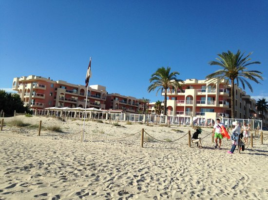 TUI FAMILY LIFE Alcudia Pins: Hotel from the beach