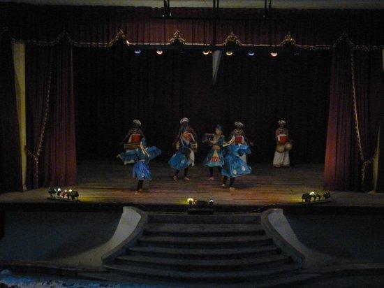 Kandyan Dance Performance: Mayura Wannama dance