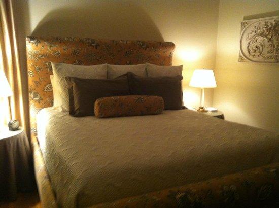 Harbor House Inn: A cama é bem confortável