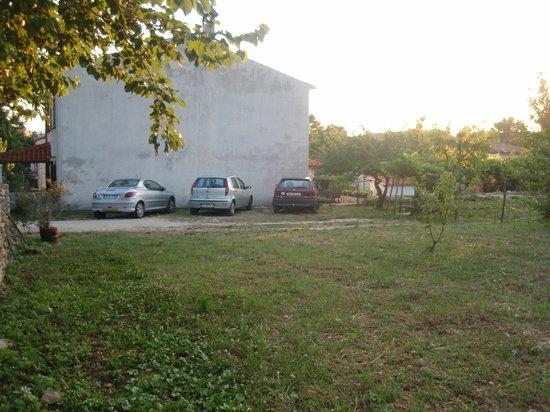 Rooms Kucic: Parking
