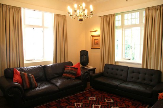 5 Camp Street Guesthouse & Self-catering: Unit 3 lounge
