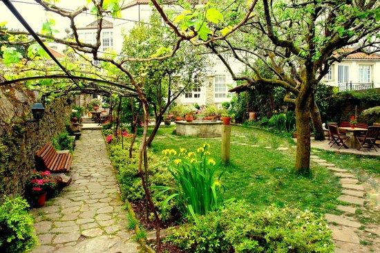 Costa Vella Hotel: Parra jardín