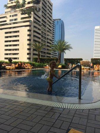 Rembrandt Hotel Bangkok: Rembrandt Hotel - at the pool