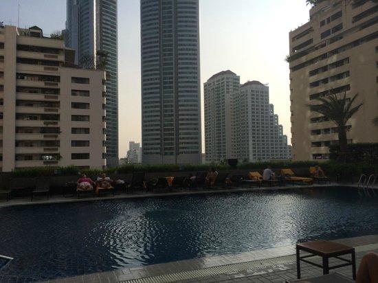 Rembrandt Hotel Bangkok: Rembrandt Hotel - Pool view