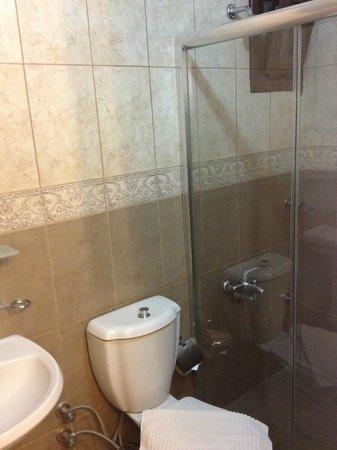 Hotel Bella: Bathroom