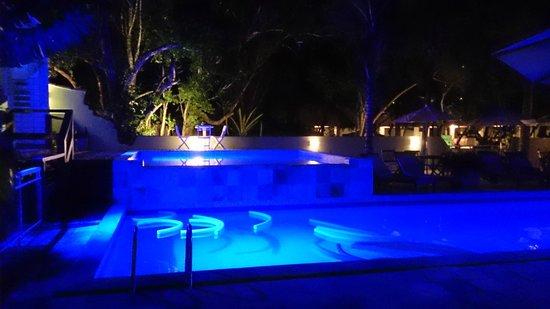 Pousada Aguas Claras Buzios : piscina anoite