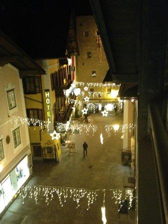Feinschmeck: Вид из окна апартаментов на улочку Цель ам Зее.
