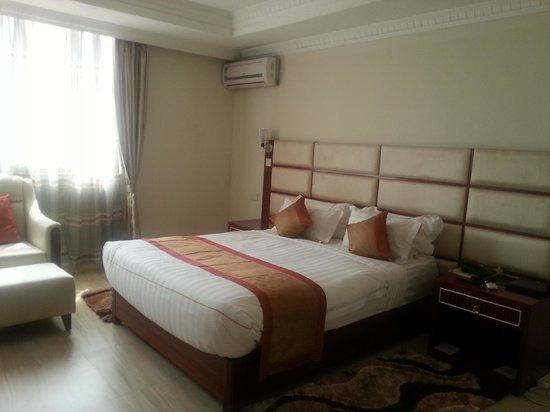 Tiffany Diamond Hotel: bed