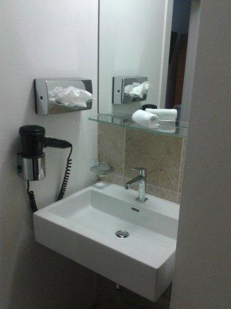 Businesshotel LUX, Emmenbruke: lavabo