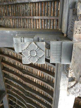 Embekke Devalaya : Carving on the pillar with floral design