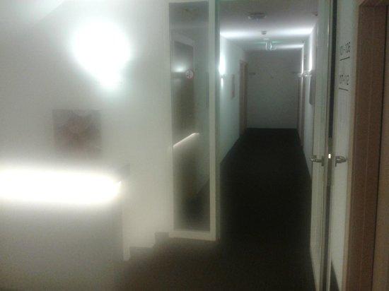 Hotel LUX: corridoio camere