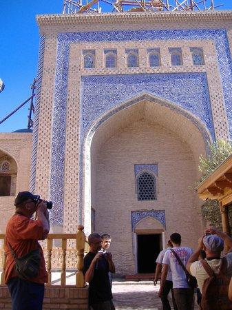 Pakhlavan Makhmud Mausoleum: entrata del mausoleo