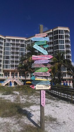 Pink Shell Beach Resort & Marina: cool sign outside the hotel on the beach