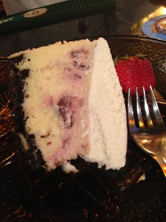 Season's Bistro: Seasonal strawberry cheesecake