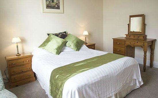 Glenleigh House Bed & Breakfast : Room Four with sea/mount views