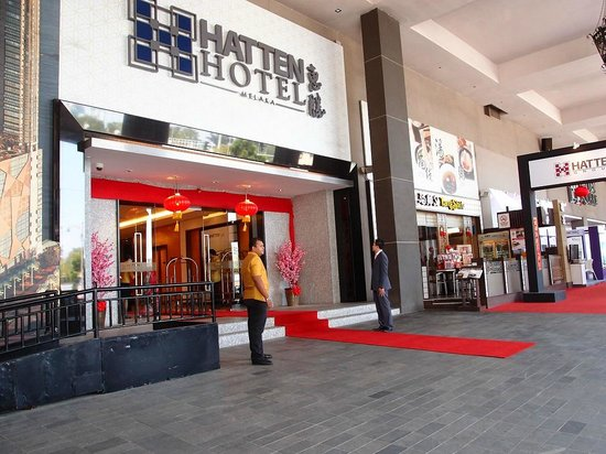Hatten Hotel Melaka: Front view of the hotel entrance