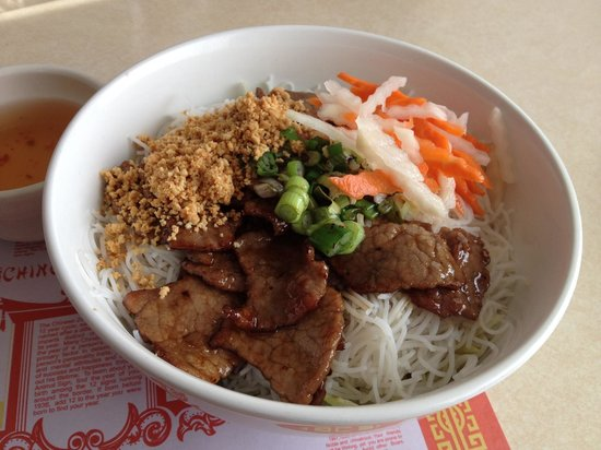 Jade Dragon: Vermicelli with grilled beef
