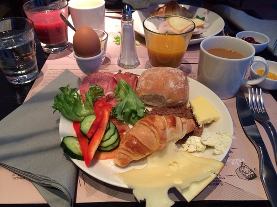 Fabian Hotel : Breakfast plate from the buffe