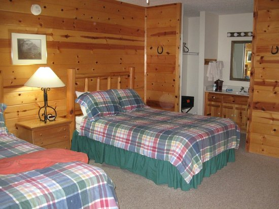 Clear Creek Guest Ranch: one bedroom interior