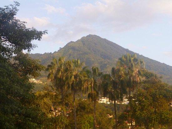 Crowne Plaza Hotel San Salvador: Vista volcán desde la habitación