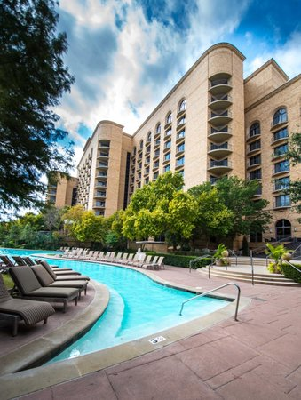 Four Seasons Resort and Club Dallas at Las Colinas: Resort pool and tower hotel