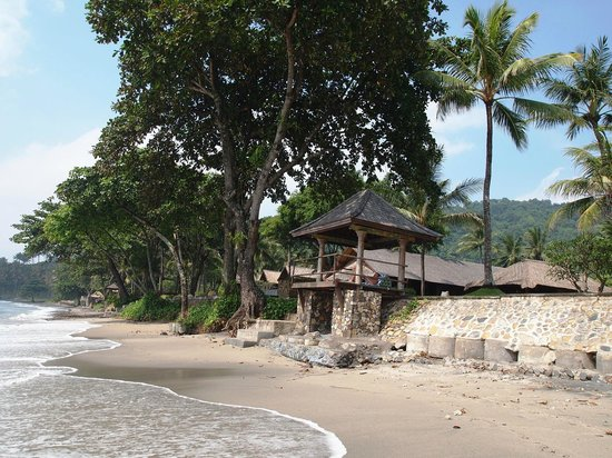 Jeeva Klui Resort : Walking on the beach, you'll see the gazebos for your use