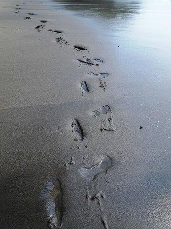 Jeeva Klui Resort : Black sand makes it unique