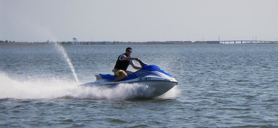 Wet and Wild Waverunner Rentals: Jet Skiing in Americas Greatest Family Resort