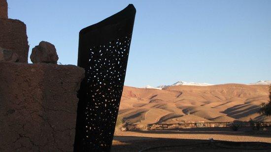 Kasbah Tizzarouine : Y, al fondo, la nieve del Atlas