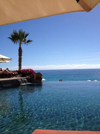 Sheraton Grand Los Cabos Hacienda Del Mar: The view from the infinity pool