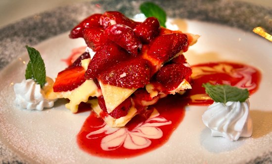 """Bruno's Restaurant & Wine Bar : I dont know what this is called but I call it """"Fredi's Berries"""""""