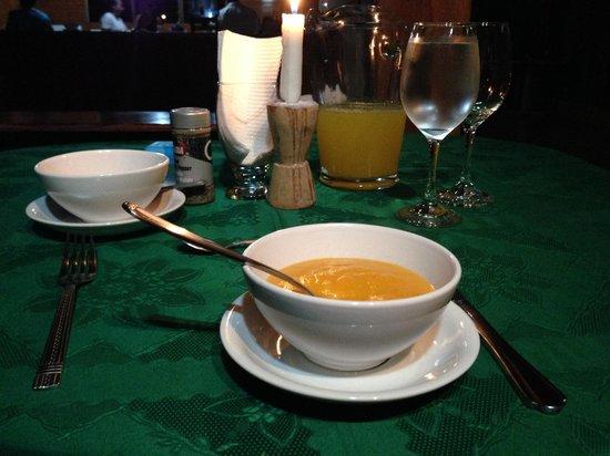 Casa Drake Lodge: Una de las cenas. Primer plato sopa