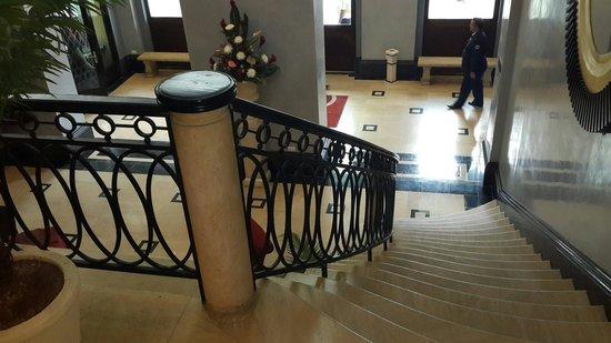 Hotel Saratoga: Vista desde la escalera del bar
