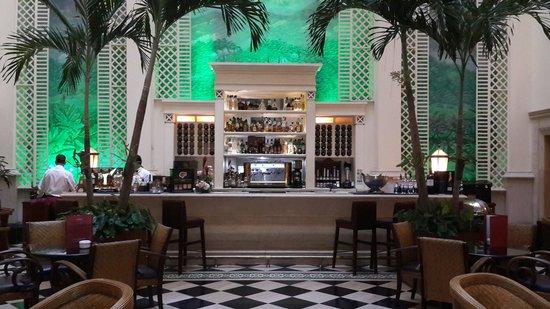 Hotel Saratoga: Bar del 1er piso.