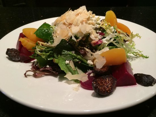 Aroma Mediterranean Resto Bar: Beet and Fig Salad