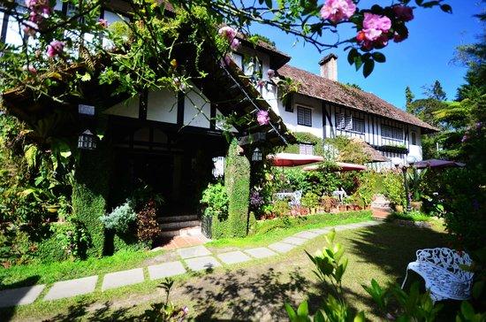Smokehouse Hotel Cameron Highlands: One of the Garden
