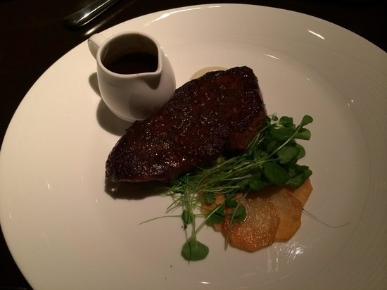 Deca Restaurant and Bar: Nice steak made the way I like it
