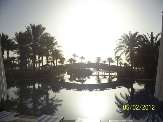 The Bay View Resort Taba Heights : бассейн рано утром