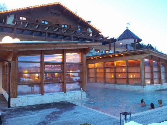Alpin Panorama Hotel Hubertus : Piscina esterna