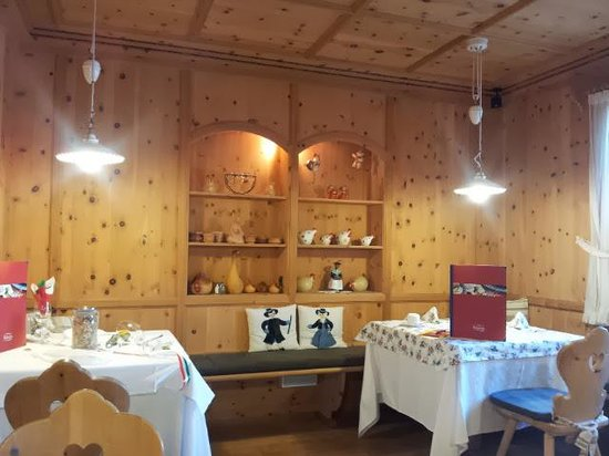 Alpin Panorama Hotel Hubertus : Stube cena