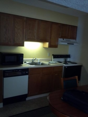 Suburban Extended Stay Hotel: kitchen
